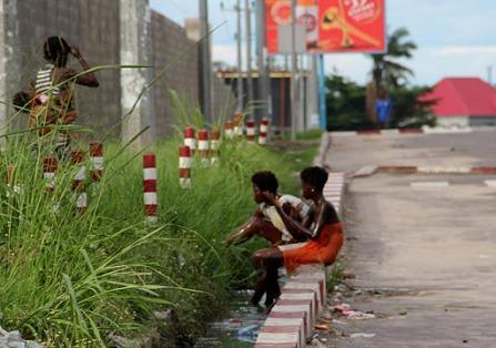 Les enfants de la rue se recrutent aussi parmi les filles-mère à Kinshasa.